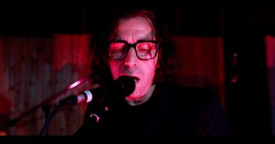 """Premier: Watch Blue Glass performing """"All Night"""" on Earwig Sessions Vol. 3"""